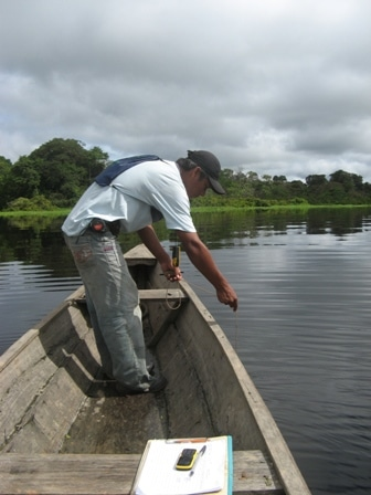 Dolphin survey on the Amazon